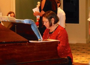 Robin Lohse playing the piano.